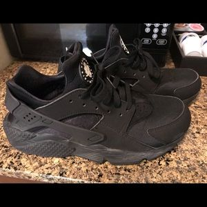 Nike huaraches size 10